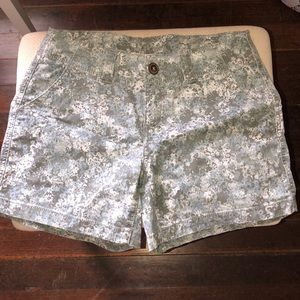 Super cute Maurices floral shorts! Size 5/6